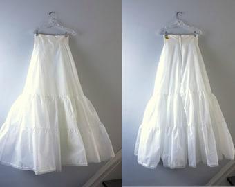 Vintage White Petticoat   1970s White Ruffled Hem Crinoline Bridal Petticoat Tulle Size 6 Deadstock