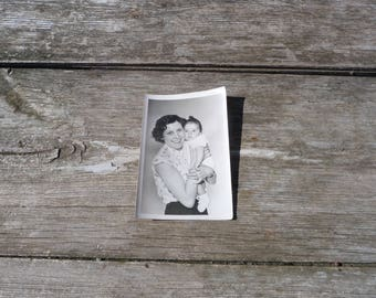 Vintage 1930/30s old French black and white snapshot photography Mum  & baby
