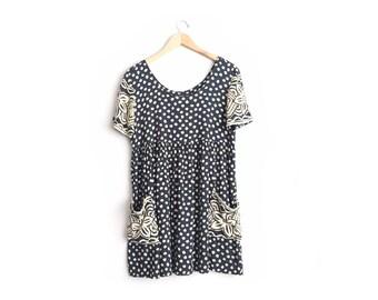 Size M // PRINTED RAYON DRESS // Black & Tan - Short Sleeve - Babydoll - Mixed Patterns - Pockets - Oversized - Vintage '80s/'90s.