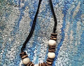 Vintage 1970s, sharks tooth necklace, Beach surf, Individually handcrafted, 100% natural sea shell, rainforest- free wood, mother of pearl