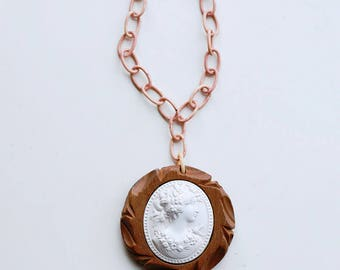 1930s celluloid and wood long cameo pendant necklace / 30s art deco vintage necklace made of carved wood and pink celluloid cable chain