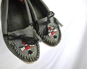 Minnetonka Beaded Leather Vintage Moccasin Shoes - Size 8