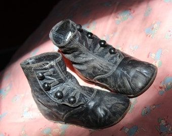 Antique Baby High Top Black Shoes Kid leather Infant Doll Button Booties VINTAGE by Plantdreaming