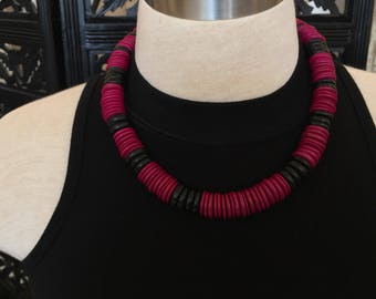 1980s Black Beads and Fuschia Disc Necklace // 80s Pink and Black Necklace
