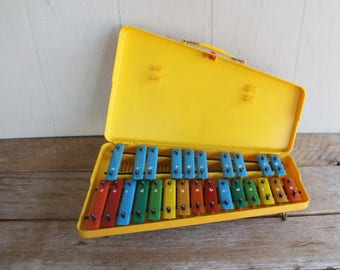 Vintage Toy Xylophone 25k Yellow Plastic Carrying Case Built In Stand