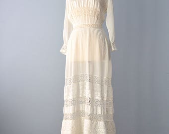 Edwardian Lawn Dress...Vintage Ivory Cotton Lawn Dress Wedding Dress 28 Inch Waist