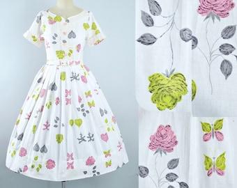 Vintage 50s ROSE Print Dress / 1950s Cotton Sundress Shirtwaist Floral Roses BUTTERFLY Leaf Full Swing Skirt Garden Picnic Party Medium M