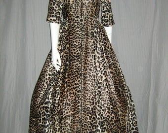 1950's LEOPARD Housecoat Robe Lounge Dress Plush Velvet Long Full Skirt Zip Front Lingerie Gown xs Vlv Rockabilly