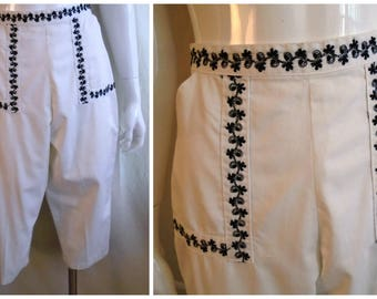 Vintage 1950s Pants Black and White Cotton Capri Pants Pedal Pushers Metal Zipper