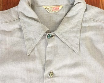 1950s Vintage Ruggers Standard Issue BVD Light Blue Gabardine Shirt Chambray Color Chin Loop