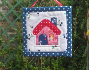 Mini wall-hanging, quilted fabric picture. 5 inch/ 13cm. Applique cottage or flower. Handmade. Perfect gift. Ready to ship.