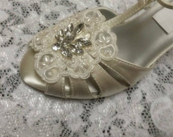 Size 8 Ivory T-strap Shoes mid heels Vintage style 40s Ivory Ready to ship, Strappy Peep Toe Heels, Great Gatsby Style, Old Hollywood