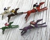 Vintage game die-cast racing horses, collection of 5 horses, red, purple, white, green and brown. Escalado game by Chad Valley, circa 1930s.