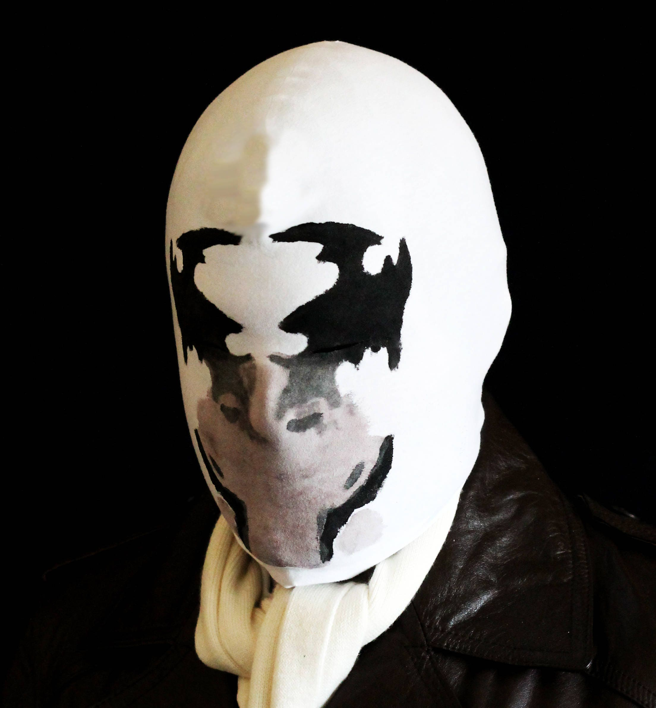 rorschach mask with real moving inkblots. Black Bedroom Furniture Sets. Home Design Ideas