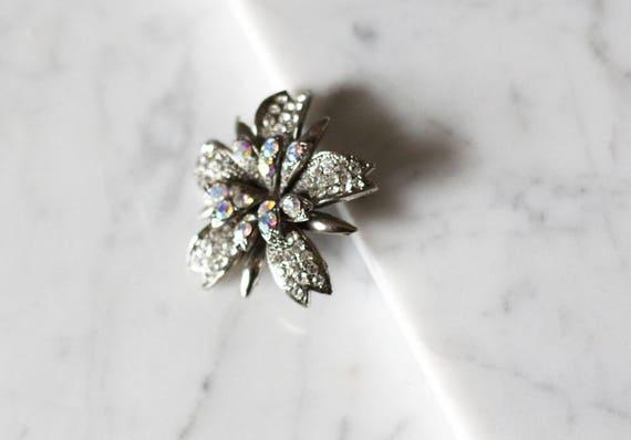 1960s silver floral brooch // 1960s floral brooch// vintage brooch
