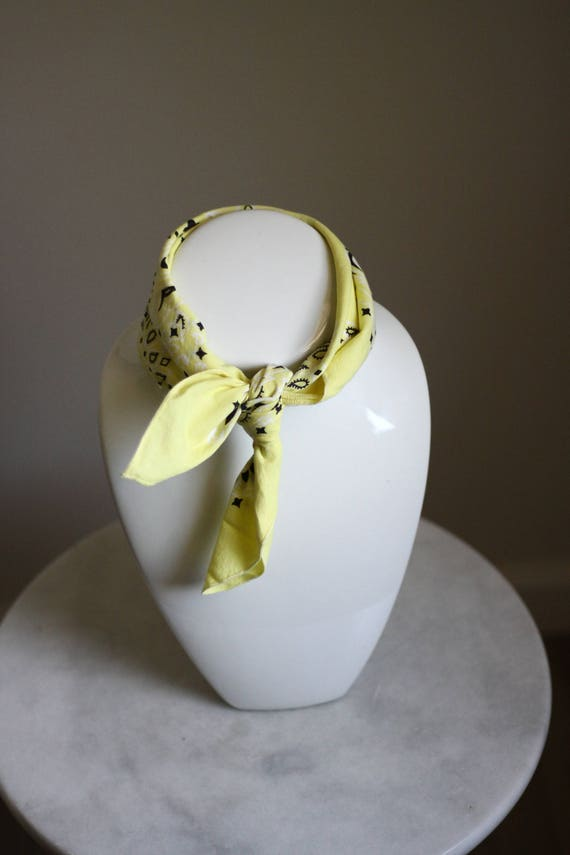 1980s light yellow bandana // vintage neck scarf // vintage bandana