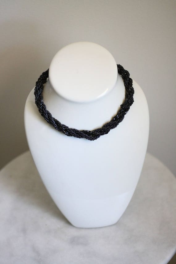 1970s black beaded necklace // 1970s beaded necklace // vintage jewlery