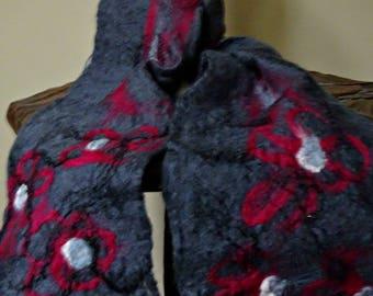 Grey felt scarf with magenta flowers