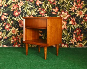little Mid Century nightstand