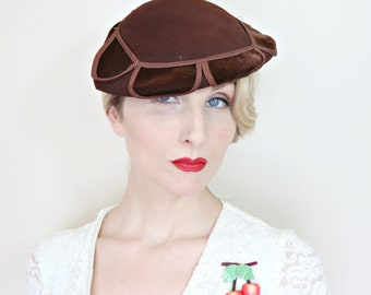 Vintage 1930s Hat / Felt / Cocoa brown / Slanted / Velvet petals