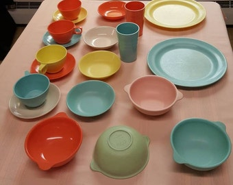 Vintage Assortment of Melamine Mallow-Ware Dishes 1950s  C207