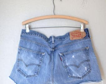 vintage 1980's distressed cut off levis 501 button fly  jean shorts 36