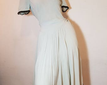 FREE  SHIPPING    1940  Silk  Crepe  Dress