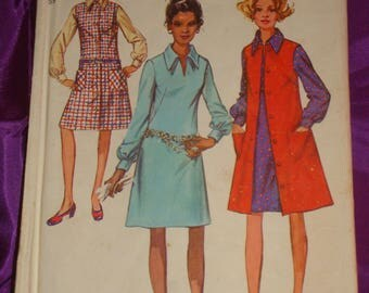 1970s 70s Vintage Long Sleeve Dress w Pointed Collar n Front Button Sleeveless Jumper COMPLETE Simplicity Pattern 9028 Bust 34 US 87 CM