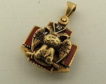 Vintage 14 kt Gold 2 Sided Masonic Emblem Pendant.