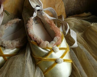 vintage ballet pointe shoes