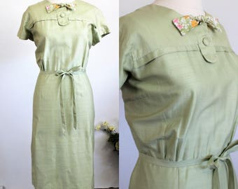 Vintage 1960s Wiggle Dress / Green Silk Dress With Belt / Penelope's Honolulu / Vintage Summer Dress / 60s Plus Size / Bow Tie