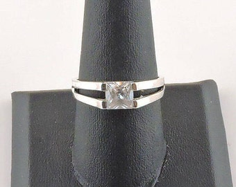 Size 9 Sterling Silver And 1.25ct Princess Cut Rhinestone Ring
