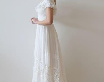 Vintage 1970s - 1980s Short Sleeved Cotton Wedding Dress