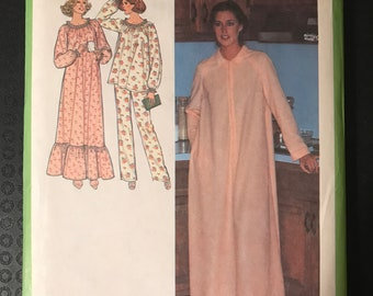 Simplicity 8773 - NightGown, Pajama Set, and Zip Front Bathrobe