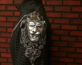 Cersei Lannister season 6 silver tone lion shoulder embroidery kit , pattern for custom embroidery GOT, Game of Thrones silver lion faces
