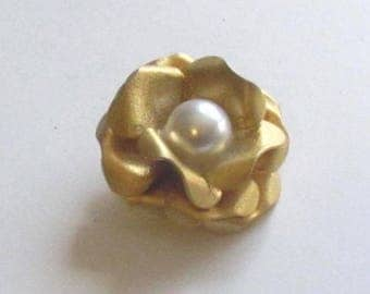 Gilt Metal Realistic Flower Button