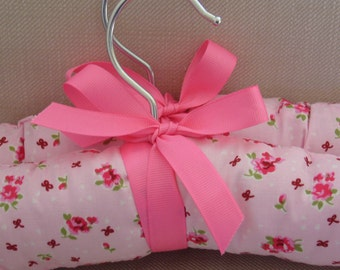 Padded coat hangers - set of 2. Padded coathangers covered in beautiful pink rosebud print. Special coathangers for delicate clothes.