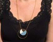 Sautoir cercle doré et cuir bleu