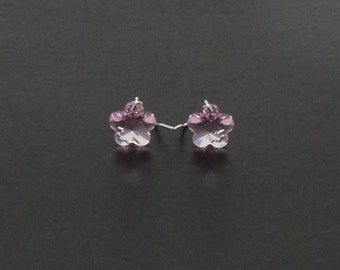 Flower earrings featuring Swarovski crystal