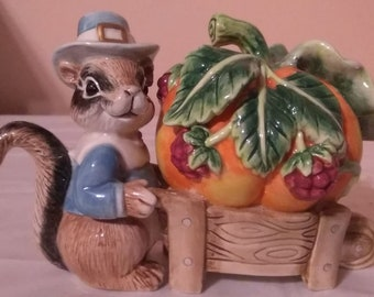"""Fitz and Floyd Essentials """"It's Harvest Time"""" Fall Autumn Little Squirrel Creamer"""