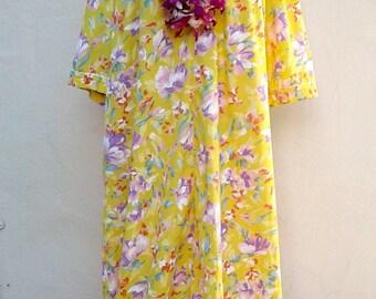 30% MOVING SALE XL Vintage 80s muu-muu / yellow white lavender, zip up Hawaiian house coat, lounge wear, caftan Xl