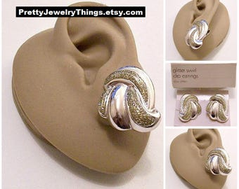 Avon Glitter Swirl 1987 Clip On Earrings Silver Tone Vintage Large Puffed Ribs Clear Glaze Sparkles Layered Band Buttons