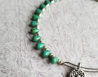 Boho Pips (Green) - Beaded bangle