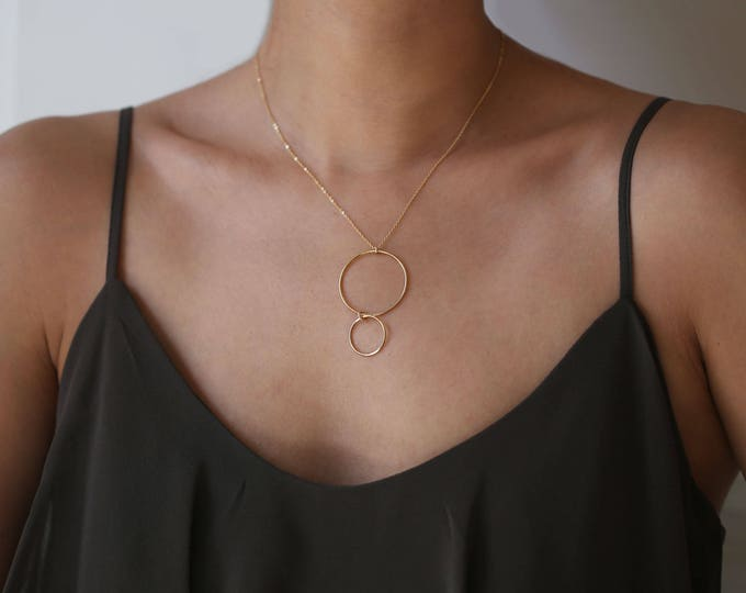 Minimalist Circle necklace // Big & Small circle geometric necklace // Gold delicate necklace // Gift for her // Dainty jewelry