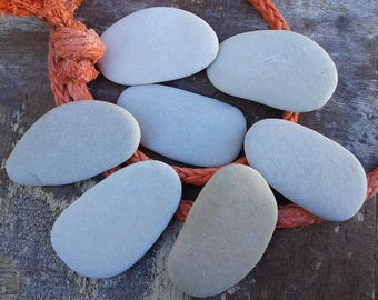 7 flat beach stones 2.8''- 3.2''[7-8cm]. Natural flat sea stones. Decorative stones. Beach stones for various crafts.