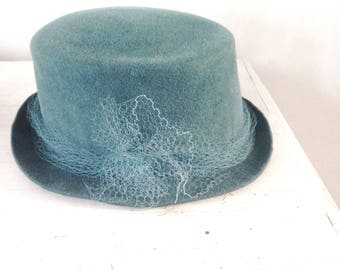 Top hat woman, felt hat with veil, elegant hat, winter wedding, mother of the bride, baptism, hat fashion youn lady