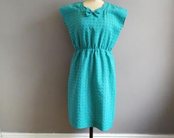 green mid length dress // seersucker dress / green dress / shift dress with bow / sun dress / holiday dress / wedding guest dress / boho