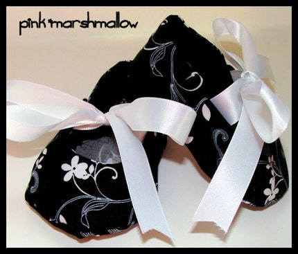 Infant Soft Sole Shoes Black and White Swirl Flowers