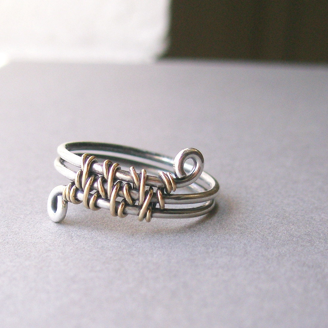 interwoven ring - (U.S. size 9.25) - sterling silver and 12K gold fill