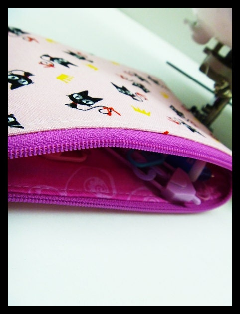 Little zipper pouch with knitting notions